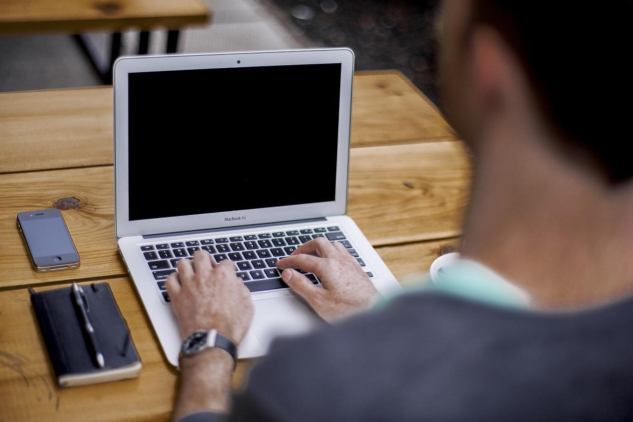 Nauka języka angielskiego online dla początkujących Warszawa. Czy można uczyć się języków online?
